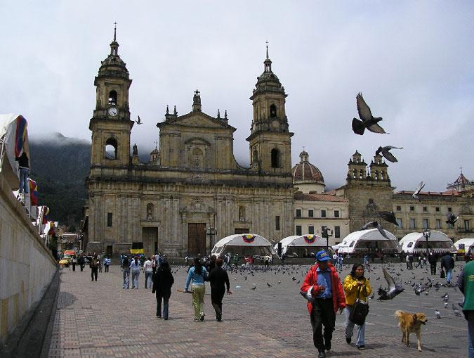 Площадь Симона Боливара (Пласа Боливар), Богота, Колумбия.